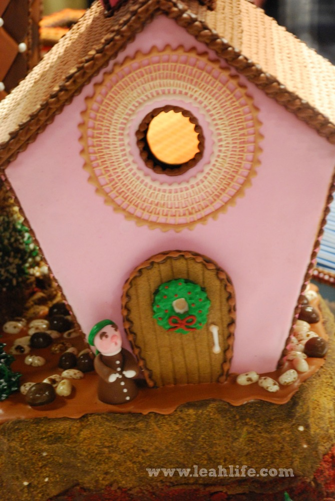 Over the Gelatin River & Through the Chocolate Woods: Gingerbread Houses (2/6)