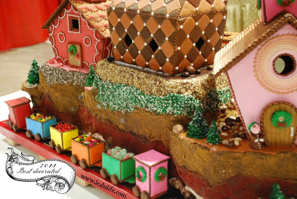 Over the Gelatin River & Through the Chocolate Woods: Gingerbread Houses (1/6)