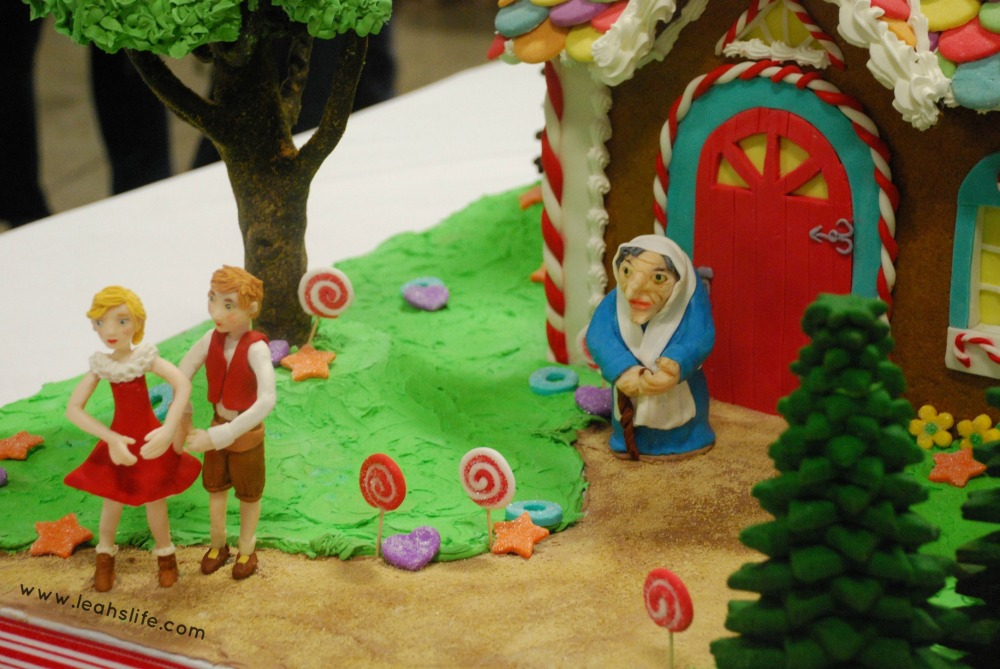 Over the Gelatin River & Through the Chocolate Woods: Gingerbread Houses (4/6)