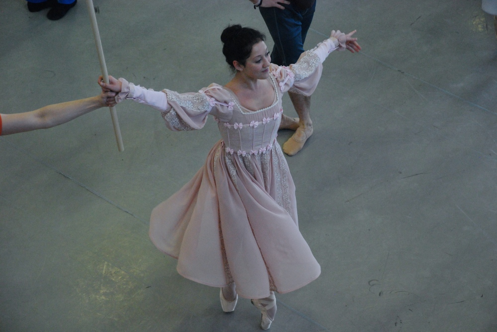 The costumes keep on dancing almost as an extension of the choreography.