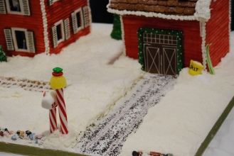 I loved the details of the ploughed driveway on this gingerbread house.