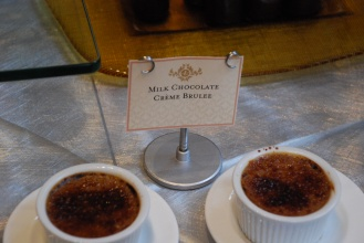 Little dishes of crème brulée - chocolate of course