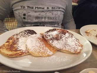 Bill's in London was a fun spot for breakfast. There are several locations. Henry prefers powdered sugar to syrup and they came through for him.